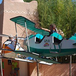 Gros plan sur un avion à l'escadrille au parc d'attraction Le PAL